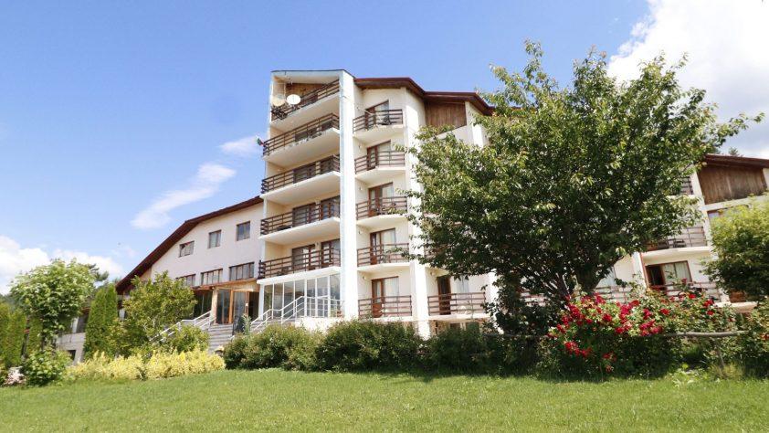 Настаняване край язовир Доспат | Хотелски комплекс Дъбраш